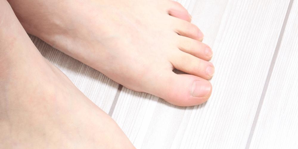 貴方は、足の指5本とも地面についていますか?